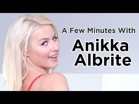 A Few Mins with Anikka Albrite (видео)