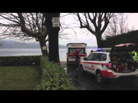 Uomo cade nel lago, il racconto dei soccorritori