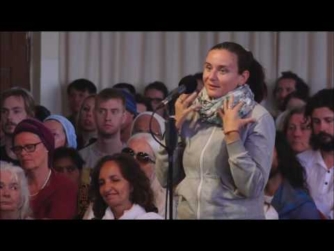 Mooji Video: Is There a Conflict Between Desire for Freedom and Motherhood?