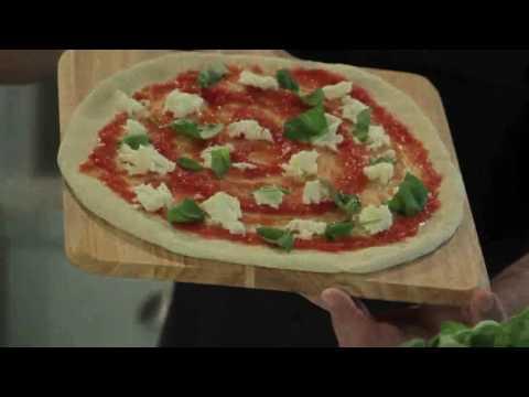 הכנת פיצה מרגריטה