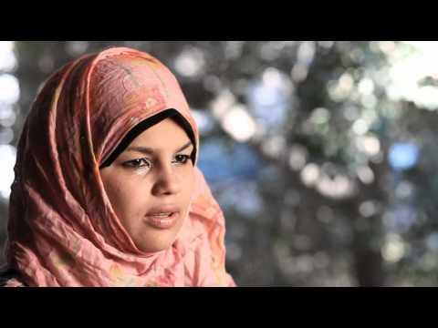 """بالفيديو.. فتاة """"كشف العذرية"""" تستغيث بالشعب المصري.. وتؤكد: """"مبارك"""" مازال """"رئيساً"""" بالسجن الحربي"""