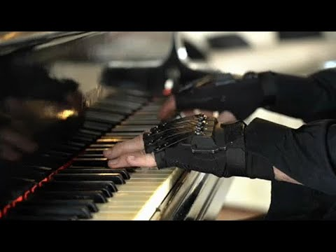Ο  Ζοάο Κάρλος Μαρτέν επιστρέφει στο πιάνο με «τα μαγικά γάντια» …