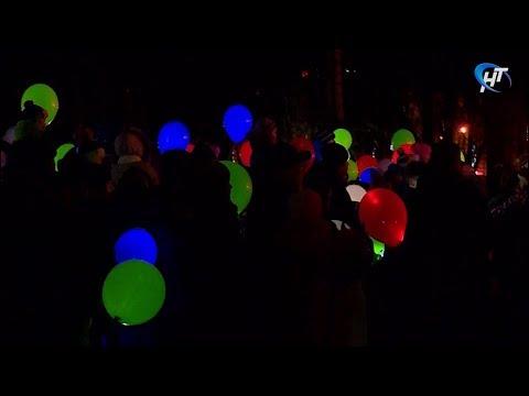 В Великом Новгороде прошел Рождественский фестиваль светошариков
