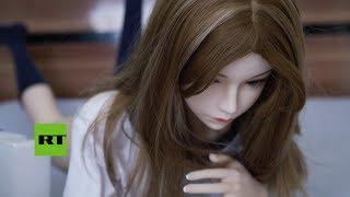 Empresario de la industria de muñecas sexuales muestra su colección personal