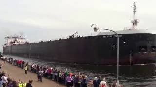 Video The American Century going under the Duluth Lift Bridge MP3, 3GP, MP4, WEBM, AVI, FLV Desember 2018