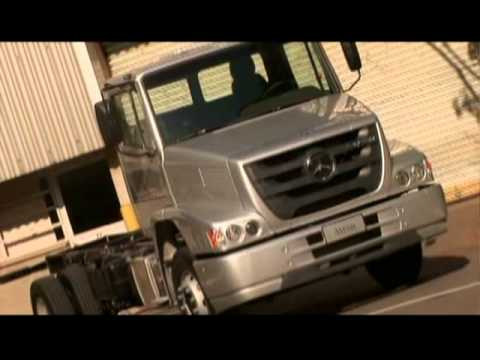 Грузовики Mercedes-Benz mostra nova linha de veículos comerciais.