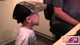 Video Luke Bryan Surprises 4-Year-Old Fan With Asperger's Syndrome MP3, 3GP, MP4, WEBM, AVI, FLV Maret 2019