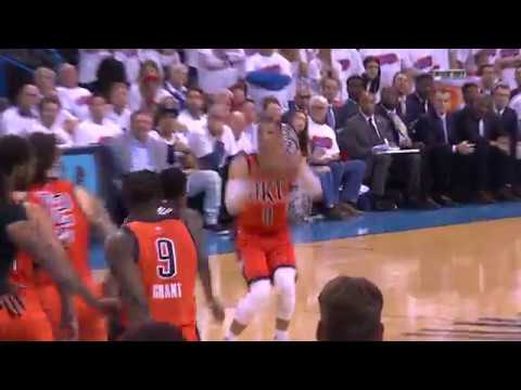 Sprytna sztuczka podczas meczu koszykówki