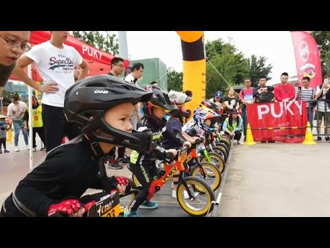 Κίνα: Ποδηλατικός αγώνας για… νήπια!