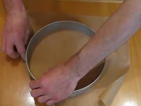 Tortenring in Papier einschlagen
