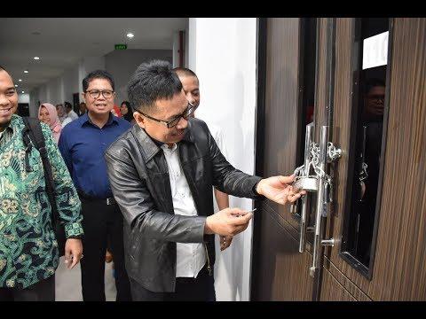 Dok Humas Untad, Penyerahan Naskah SBMPTN Rektor Universitas Tadulako Prof.Dr.Ir.H.Muhammad Basir Cyio,SE.MS,  8 Mei 2018
