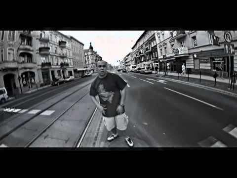 Tekst piosenki Małpa - Ja robię to feat. Rudi po polsku