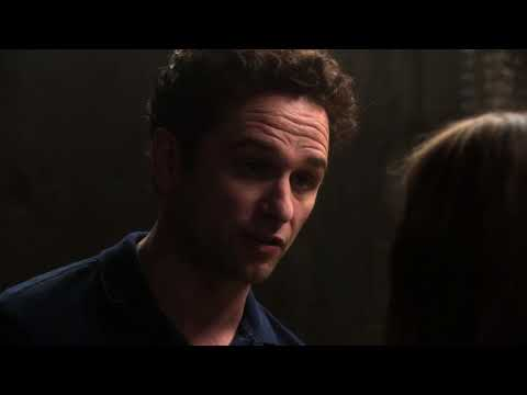 The Americans 1x01 - Philip suggests defecting to America