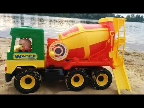 Развлечение для детей Машинка Бетономешалка и Свинка Пеппа Fun for the kids!  large toy car (видео)