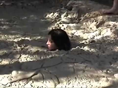 Quicksand Mud Sinking Woman http://www.tube.7s-b.com/quicksand+mud/