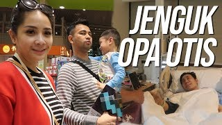 Video JENGUK OPANYA RAFATHAR DI SINGAPORE MP3, 3GP, MP4, WEBM, AVI, FLV Mei 2019