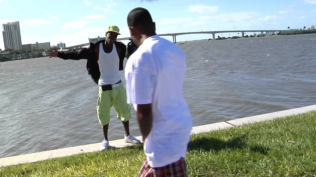 "Florida rap artist ""Presto Flo"" slips off of seawall during photo shoot."