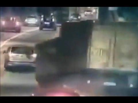 卡車撞到穿越時空的鬼車 鬼門還沒開 不要怕