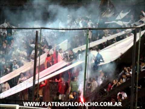Hinchada de Platense | Telón y bengalas | Platense 1 - 0 Flandria | Fecha 22 | Campeonato 2010/201 - La Banda Más Fiel - Atlético Platense