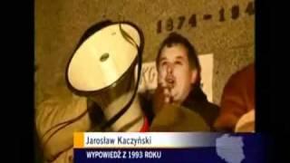 Kaczyński pali kukłę Wałęsy.