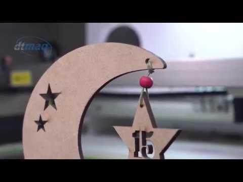 Laser cortando mdf para souvenir de 15 años y exhibidor