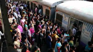 XxX Hot Indian SeX Mumbai Local Train Women Boarding The Ladies Only Carriage .3gp mp4 Tamil Video