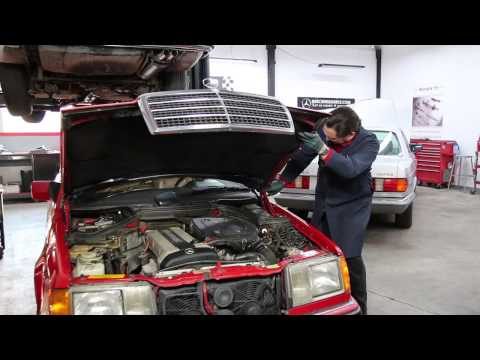 Mercedes W124 Opening Hood Into Vertical Position and Closing It Without Damage