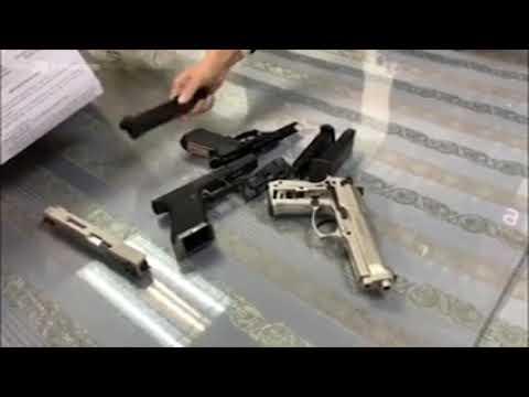 Video Hải quan bắt người mang súng ở sân bay Tân Sơn Nhất