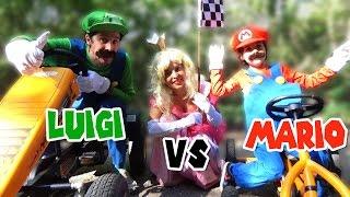 Video MARIO vs LUIGI course de Karts in real Life Feat PRINCESS PEACH MP3, 3GP, MP4, WEBM, AVI, FLV November 2017
