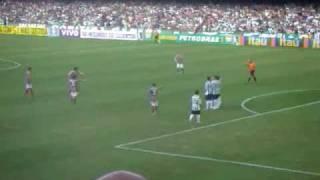 Coritiba x Fluminense 06/12/09 Gol de Marquinhos Batendo falta, uma bomba aos 26 minutos de jogo, abrindo o placar da partida que terminou empatada em ...
