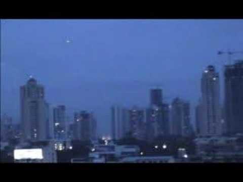 Flotilla UFO sobre Panamá City.