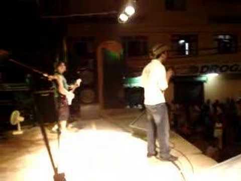 banda total flex  tocando no reveion em sao jose do goiabal.
