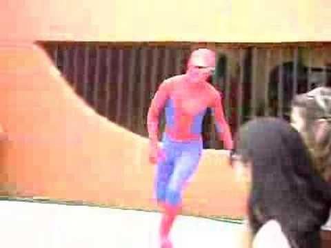 La caída del hombre araña