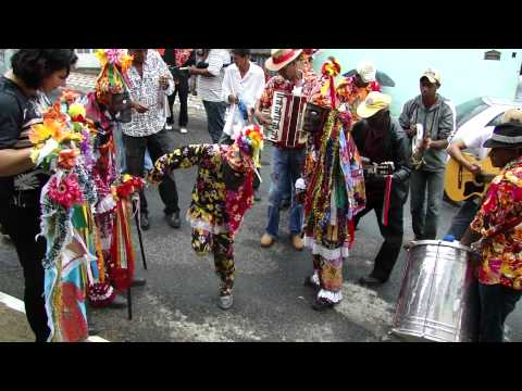 Folia de reis em Minas Gerais - A jaca é uma dança bem singular dentro da folia de Reis, exige do Bastião muita agilidade e destreza.