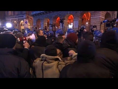 Ιταλία: Επεισόδια με ακροδεξιούς και αστυνομικούς στη Ματσεράτα