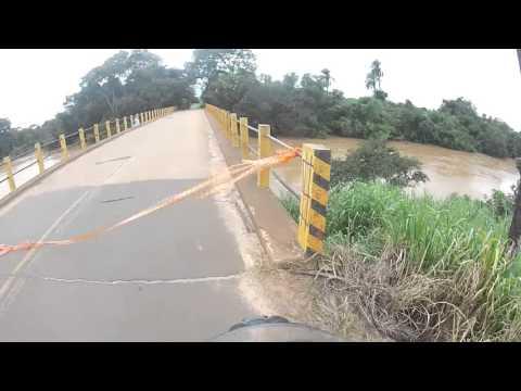 Enchente bloqueia estrada que vai pra caju - Ponte depois do ibicatu, Rio Mogi Guaçu