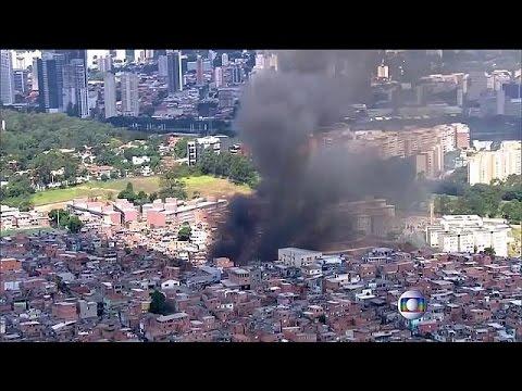 Στις φλόγες πυκνοκατοικημένη φαβέλα στο Σάο Πάολο