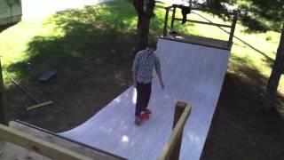 ミニランプでのスケート動画