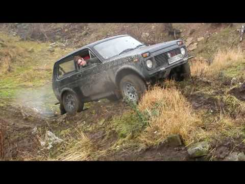 Land Rovers & Lada Niva play 'King of the hill'