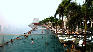 Niesamowity basen na szczycie wieżowca. Widok zapiera dech w piersiach