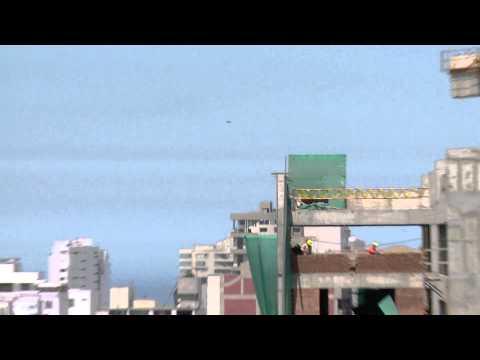 秘魯電視台直擊紫色UFO 盤旋2小時