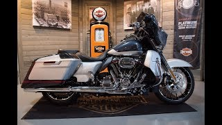 10. 2019 CVO Screamin' Eagle Street Glide Special FLHXSE-Charred Steel Lightning Silver