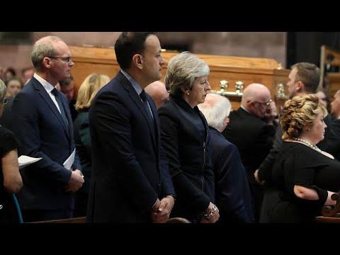 Η Μέι στην κηδεία της Λίρα ΜακΚι