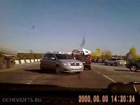 Водитель КАМаЗа не увидел автомобиль, поворачивающий налево