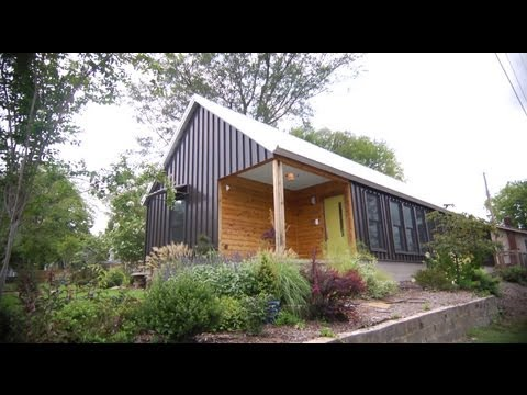 small home - Get more design ideas from P. Allen Smith: http://www.youtube.com/playlist?list=PL5BA147F9C0D0A0D3&feature=view_all William and Rhina do not live in a big ho...