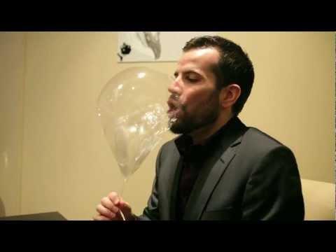 video que muestran como hacen un balon de helio para comer