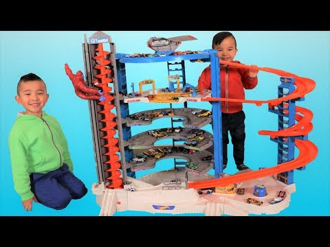 Biggest HOT WHEELS Super Ultimate Garage playset Unboxing Fun With Ckn Toys (видео)