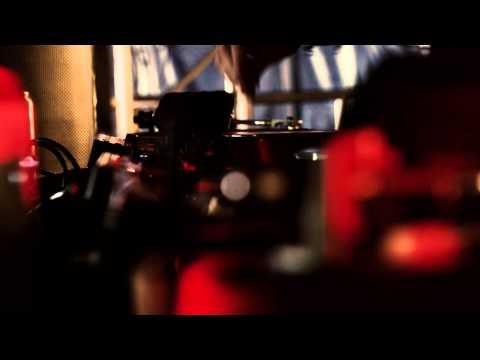 Sante feat. J.U.D.G.E. – Awake