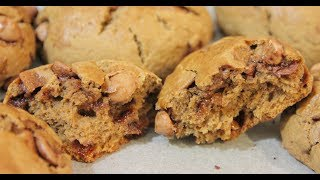 """~ OPEN ME! ~""""Like"""" me on Facebook: http://www.facebook.com/cherrylanescupcakes""""Follow"""" me on Instagram: @cherrylanescupcakesINGREDIENTS:- 2 cups plain flour- 1/4 caster sugar- 2 teaspoon baking powder- a pinch of salt- 75g cold unsalted butter (cut into cubes)- 1 large egg- 1 teaspoon vanilla extract- 1/2 cup whole milk- 1/4 cup instant coffee powder (strong)- 100g milk chocolate chips- 100g caramel bitsPreheat oven to 190degsCBake for 15-20mins MAKES 8Disclaimer: This is not a sponsored video. All opinions are my own."""