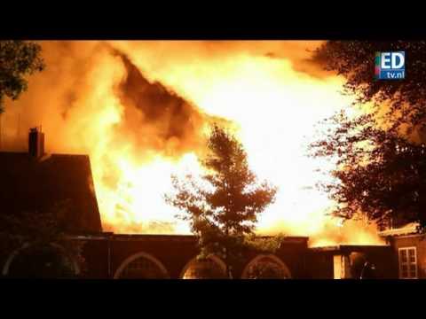 Monumentale afgebrande gemeentehuis Waalre moet blijven bestaan na aanslag